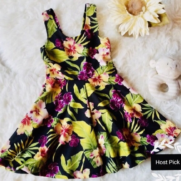 Other - NWOT🌺SOLDOUT Hawaiian Dress